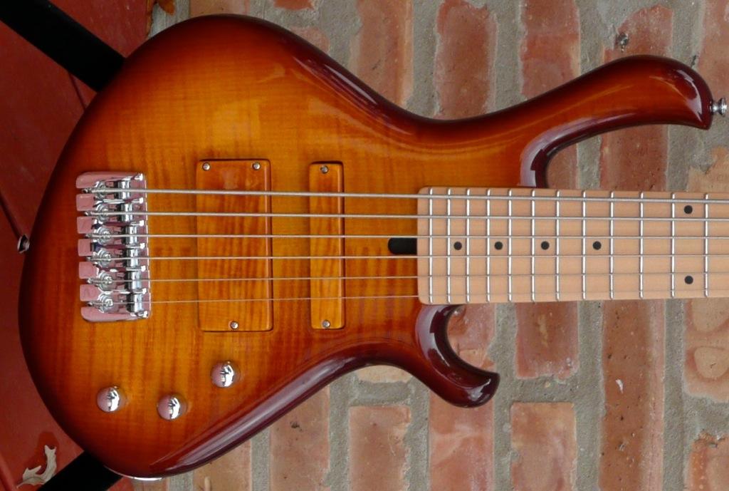 mensinger cazpar 6a 30 5 scale six string bass luthiers access group. Black Bedroom Furniture Sets. Home Design Ideas